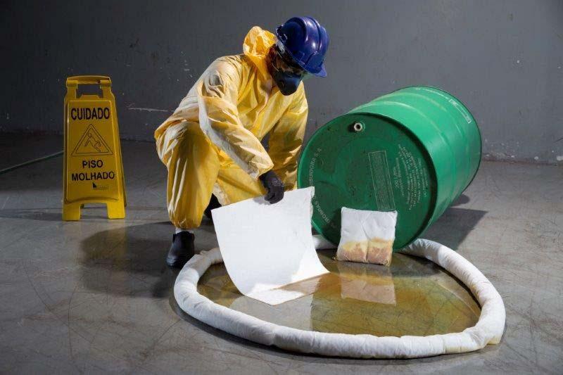 Kit de emergência ambiental para petróleo e derivados