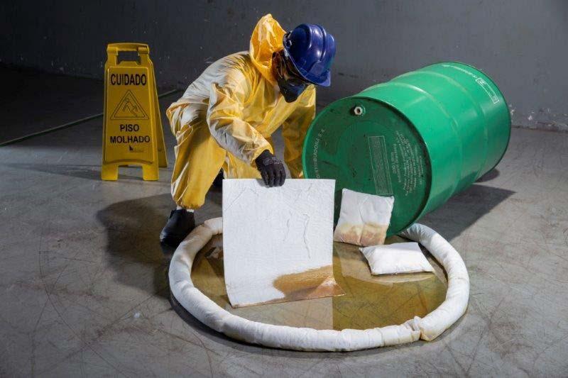 Produto para combater vazamento de óleo