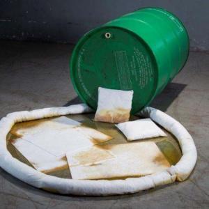 Material absorvente para óleo